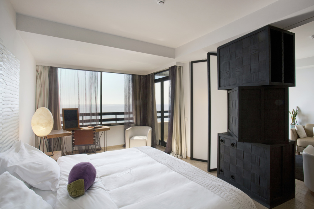 G05_Suite_Sea_View_bedroom.jpg