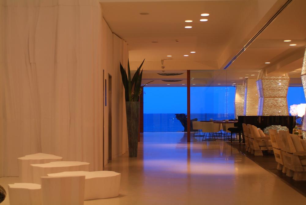 H01_Hotel_lobby.jpg