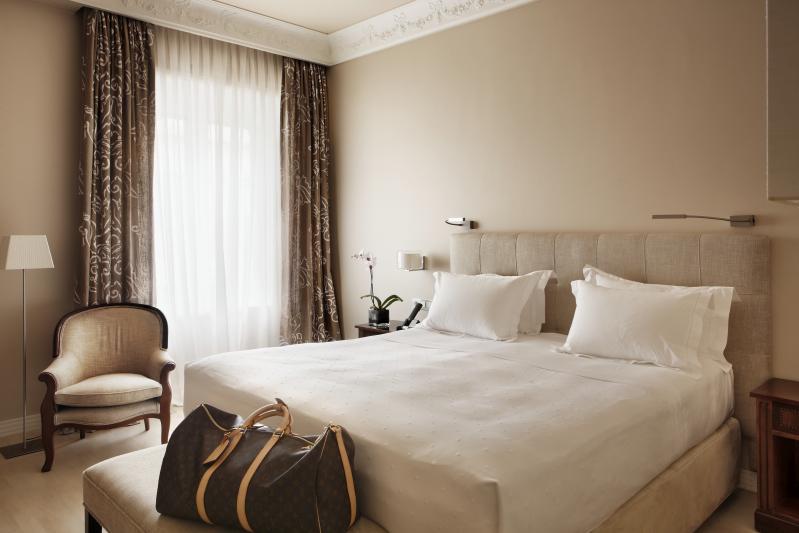 HotelRectorSalamanca deluxeroom_Fotor.jpg