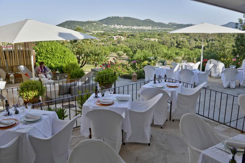 Terraza restaurante 12_Fotor.jpg