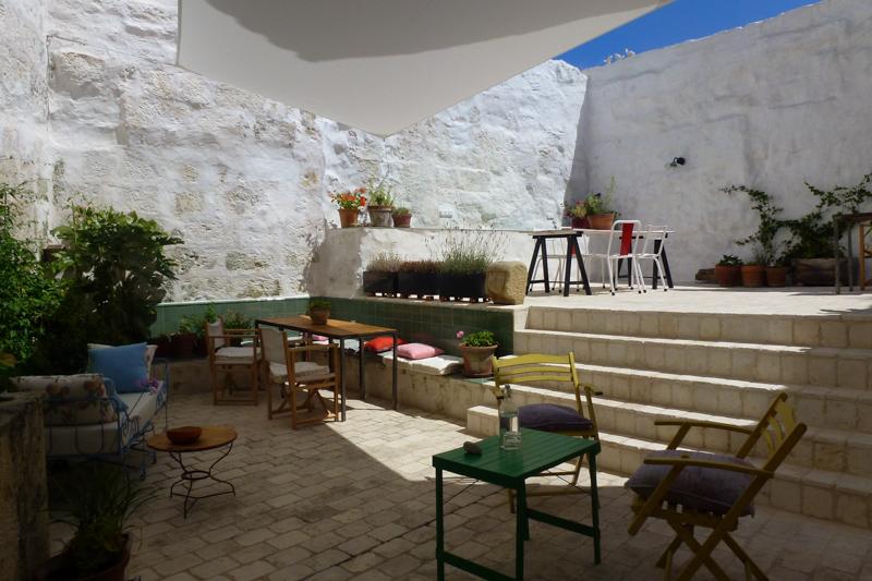 35Hotel Ses Sucreres. Menorca. Patio.jpg