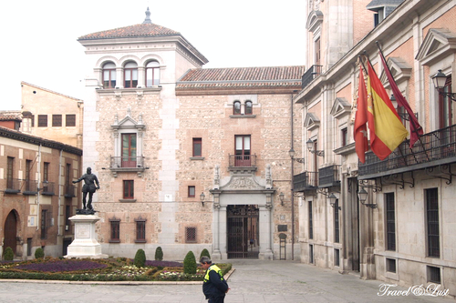 The oldest square in Madrid, home to the main market of the town when the Muslims lived during the early medieval times, has three notable buildings. The main one is the Casa de la Villa (which hosted the Town Hall), style Castilian-Baroque work of Juan Gomez de Mora in 1630. The Casa de Cisneros, however, was built as a palace for a relative of the great Cardinal Cisneros in 1537. Restored in 1910, now houses municipal offices.