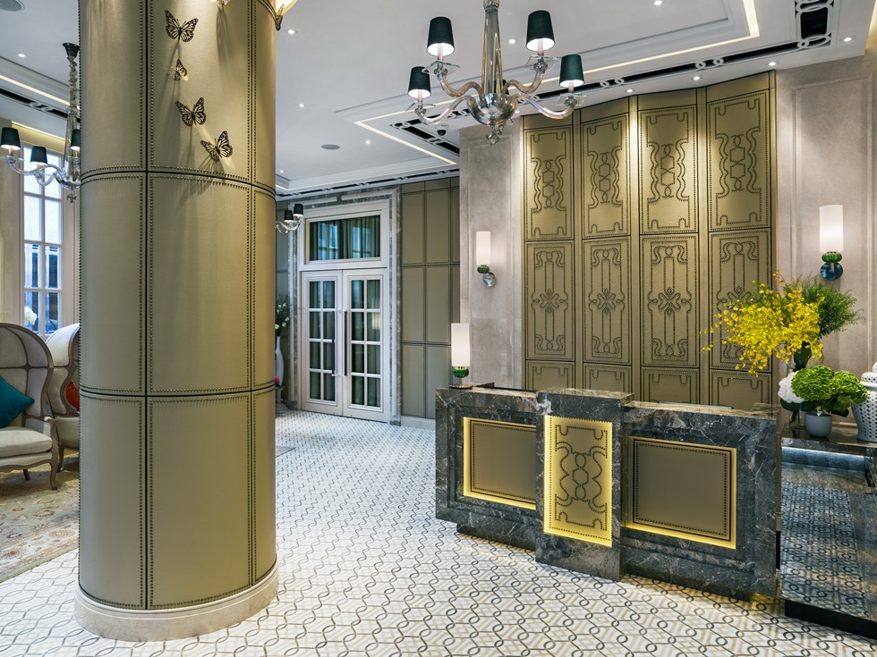 5_ ThePottingerHongKong - Lobby - reception counter (980 x 735).jpg