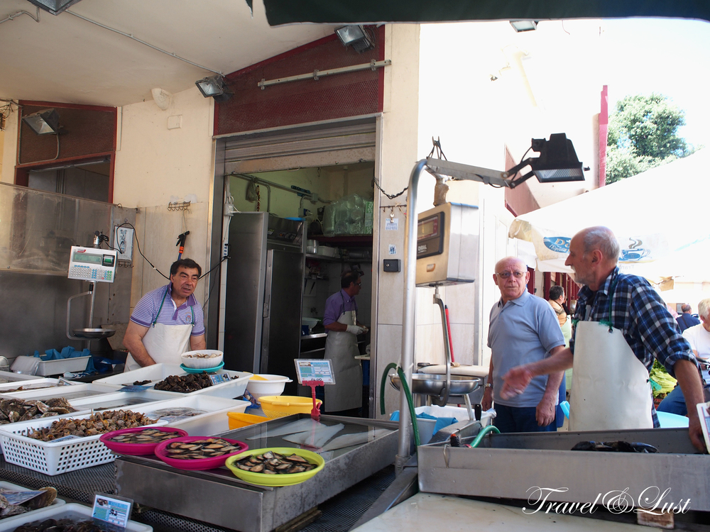 It was a great experience trying new fruits and vegetables at the market in Bisceglie. The fish monger can be seen here advertising his seafood hand picked from the auctions he won earlier in the day.