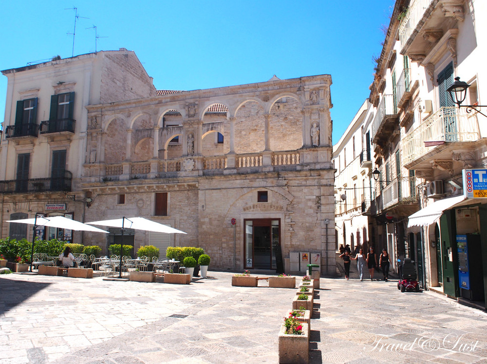 The old town centre of Bitonto, an ancient fortified town and former roman settlement with traditional wood-burning ovens - that trace back to more then 8 centuries ago. Livio Colapinto introduced us to the art of baking bread and focaccia that was so fundamental to the history of southern Italy.