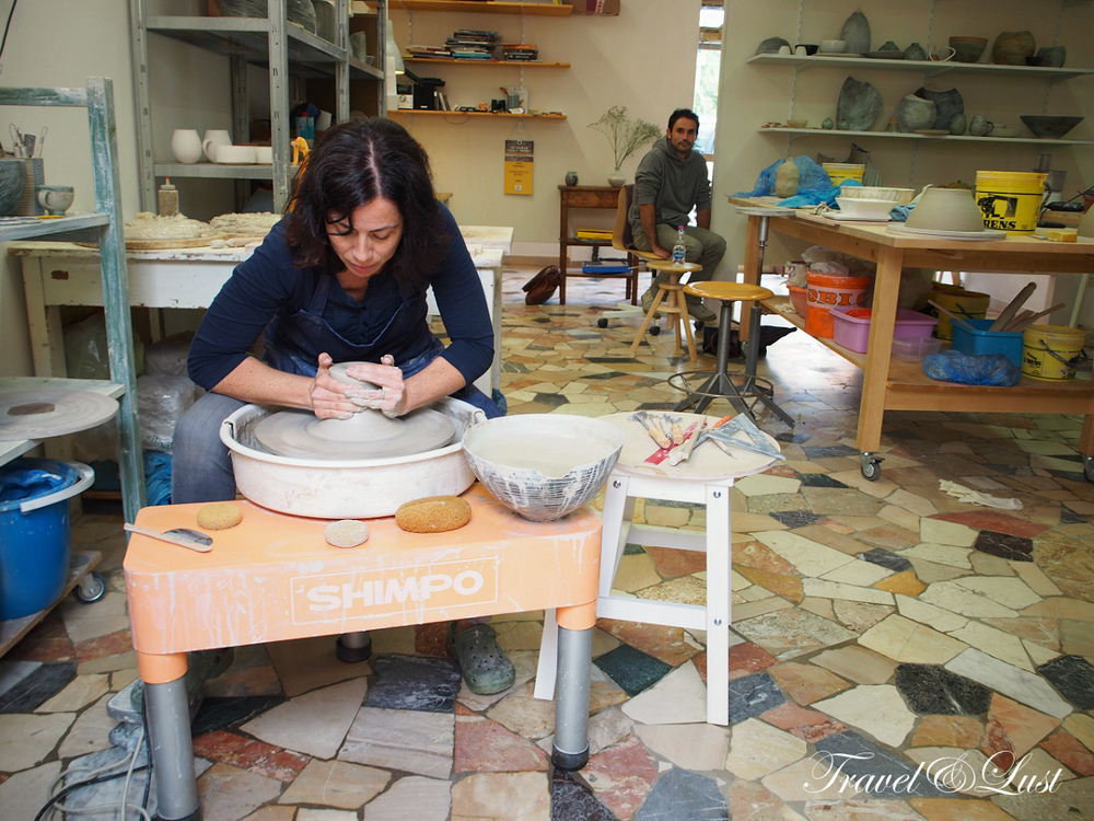 We discovered the fascinating art of making pottery in the beautiful ceramic atelier in Florence -SFceramica with Sara Federici. It was Sara's birthday and she was kind enough to share her unique demonstrations with a Nordic and Japanese flair. Some of her creations sit on our shelves!