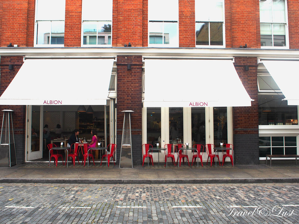 Albion has 4 distinctive locations across London. There are two locations in Shoreditch with Counter Albion being more of a wine bar, workspace, bookshop, pie rooms and Albion Shoreditch has a grocery shop, bakery and spacious cafe as pictured.