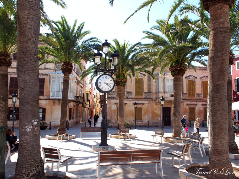 A walk around the many squares of Ciutadella.