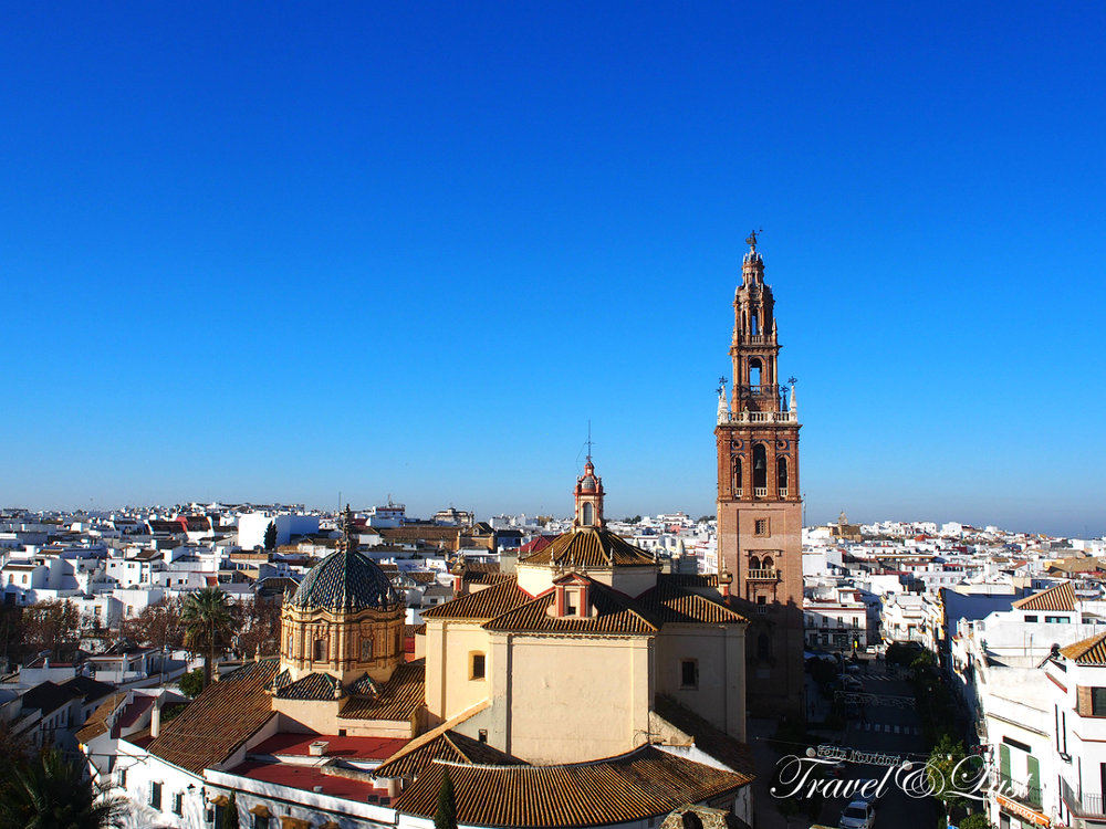 The white-washed town of Carmona is about 30 km from the province of Seville. It is an unspoilt town on a hillside worthy of a day trip.