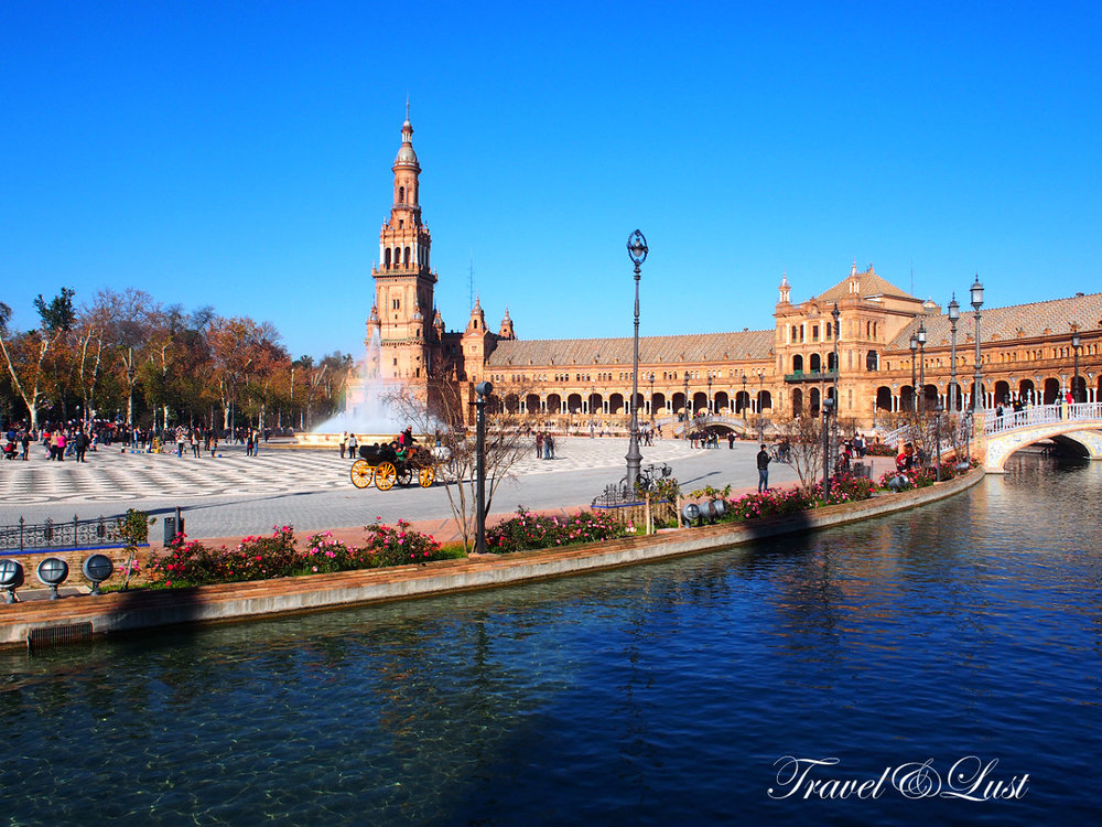 The famous Plaza de España (located in the Maria Luisa Park)was built for the Ibero-American Exhibition of 1929.