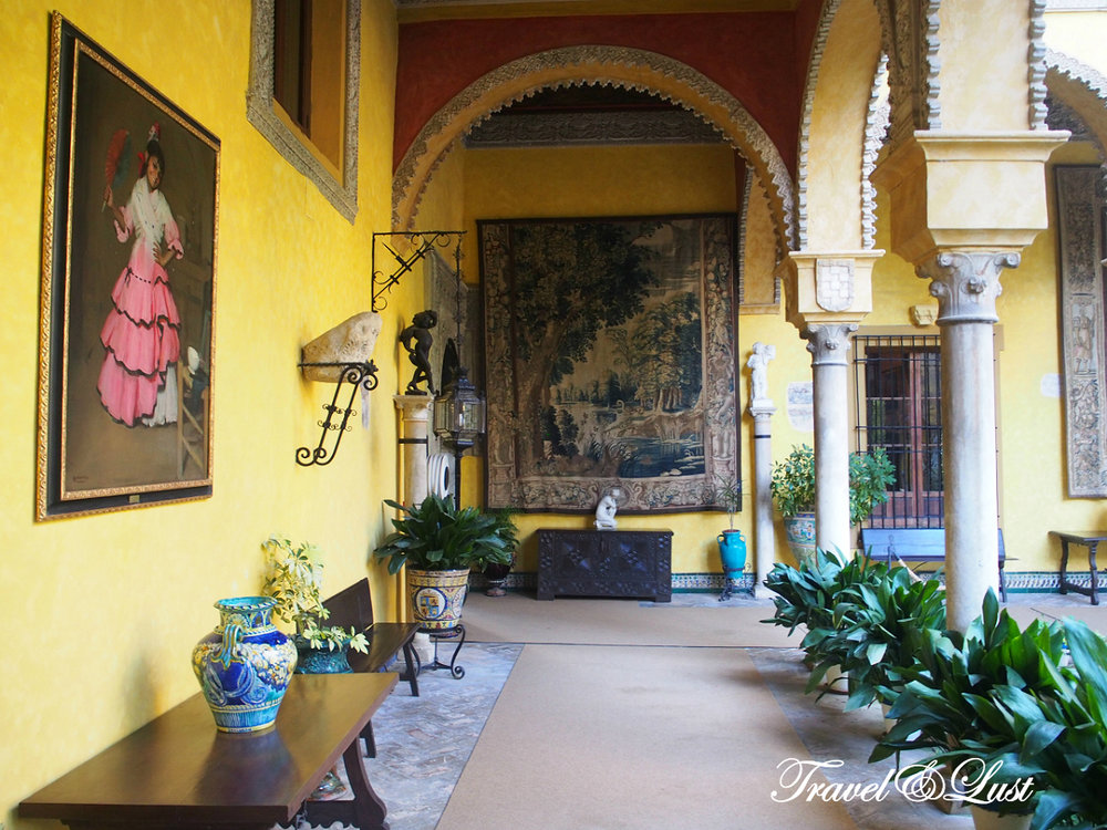 You can visit the ground floor and gardens of the Palacio de las Dueñas.