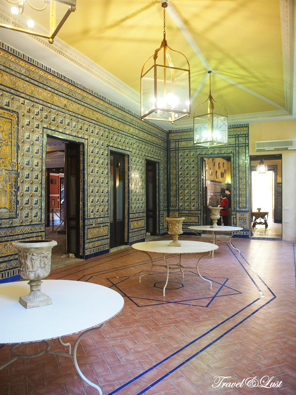 The Palacio de la Condesa de Lebrija is open everyday, unless otherwise noted, and is located in Calle Cuna nº 8.