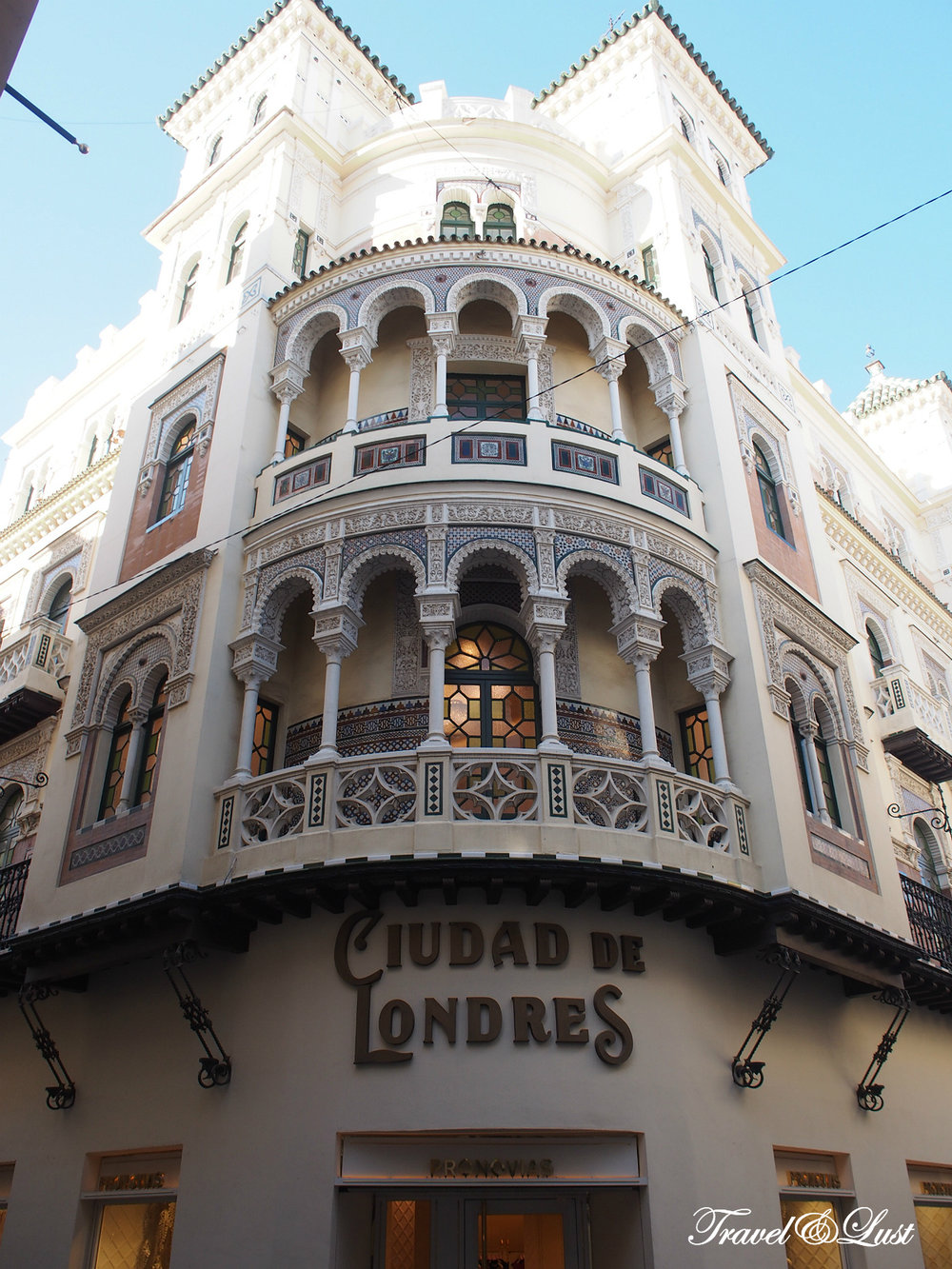 Ciudad de Londres building (City of London), a company with great experience in the field. They are characterised by handling high quality fabrics.
