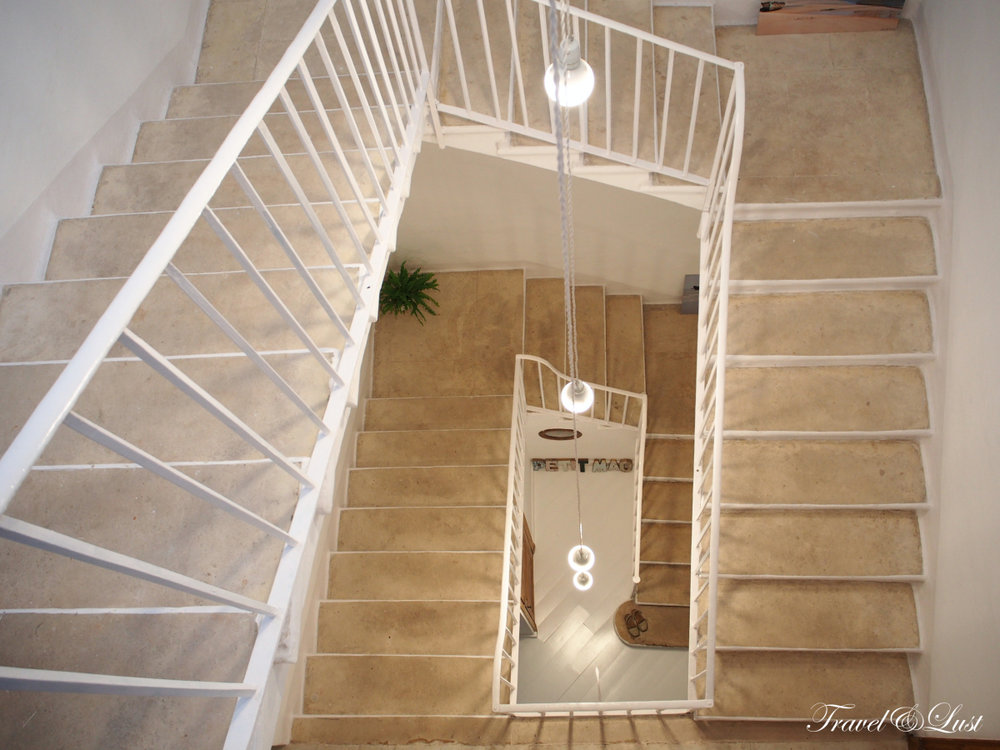 This townhouse accommodates with 6 individual bedrooms. There are five rooms across the 3 floors and one in the garden.
