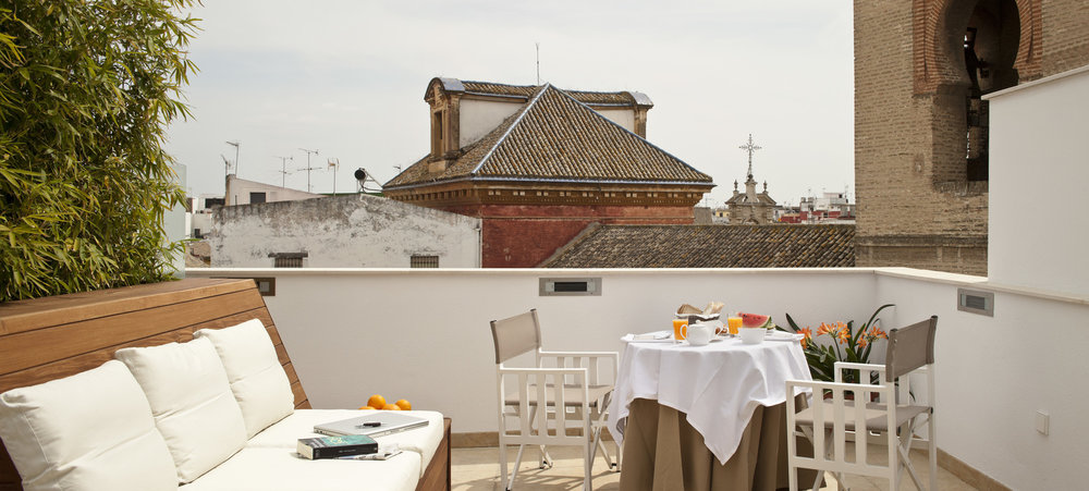 Breakfast on the private terrace (20 sq. metres) of the Duplex Penthouse (Atico).