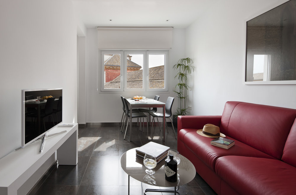 Suite 3 with views of the Church of San Lorenzo (Jesus de el Gran Poder) and the Eslava street life.