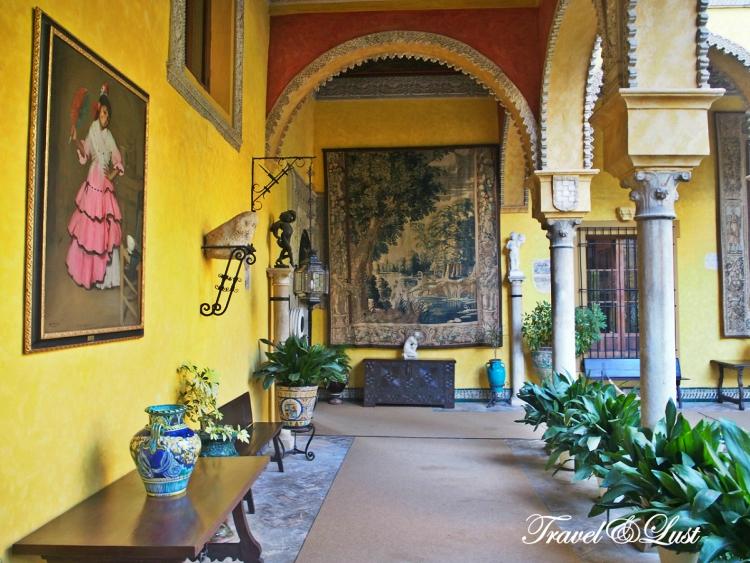 You can visit the ground floor and gardens of the Palacio de las Dueñas.