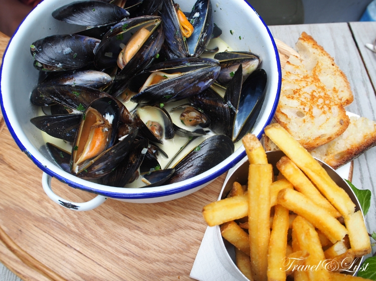 Steamed Mussels Mariniere (Cream, white wine, garlic & parsley) with fries.