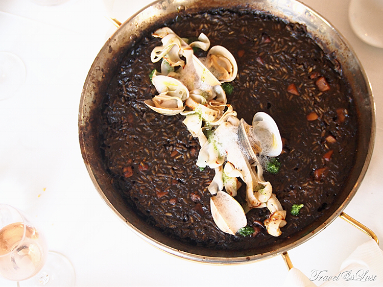 Rice with squid ink, cuttlefish noodles, clams and seaweed emulsion.