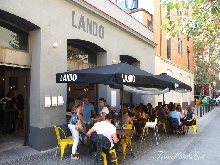 Enjoy the vibrant terrace at Lando. Many customers have their first drink before going inside for their meal.