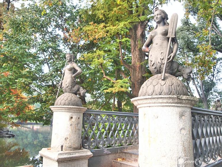 Sempione Park (Parco Sempione) is Milan's 116 acre urban park located between Piazza Sempione and the Sforza Castle (Castello Sforzesco).