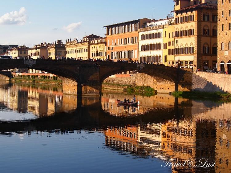 Ponte alla Carraia (Carraia bridge).