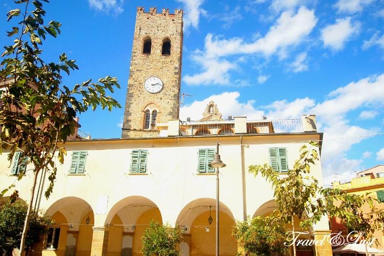 Monterosso al Mare has beautiful architecture.