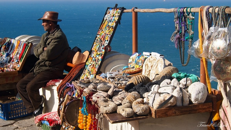 Cap Spartel, near the lighthouse, you can buy authentic jewelries carved from the stones of the nearby caves.