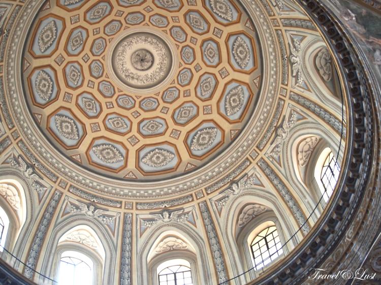 The dome in church Gesù Nuovo in Piazza del Gesù Nuovo nº 2.