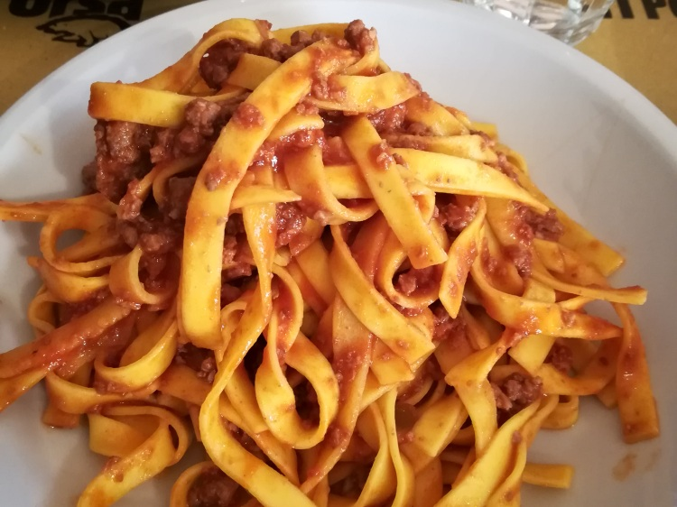 The classic tagliatele al ragú at Osteria dell'Orsa