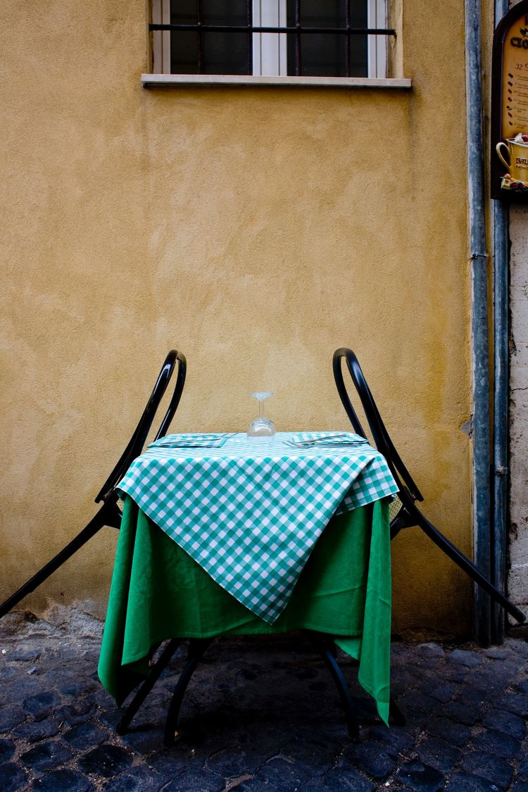 Dine in Italian style at the Jewish Quarter.