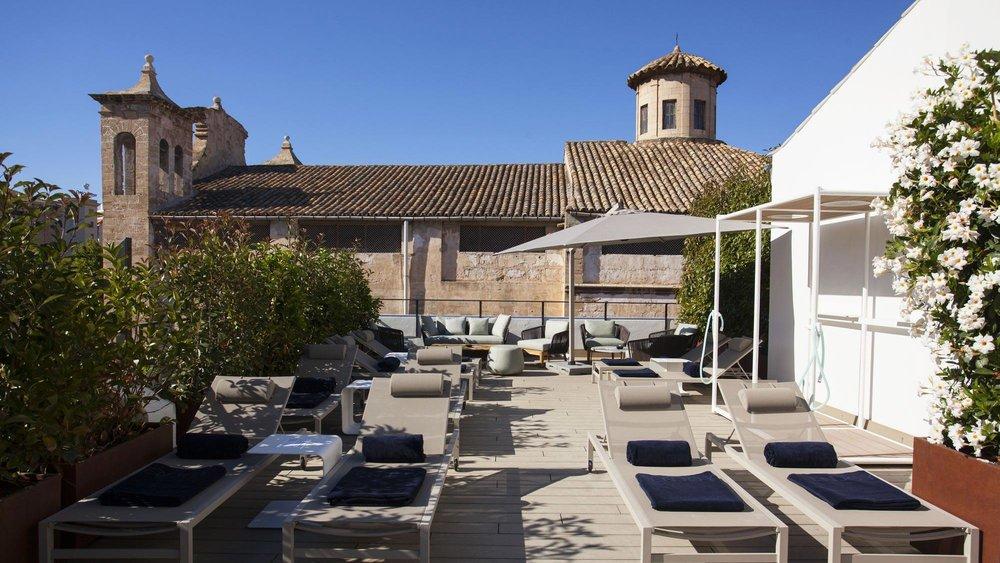 boutique-hotel-sant-jaume-palma-de-mallorca-poolside-lounge.jpg