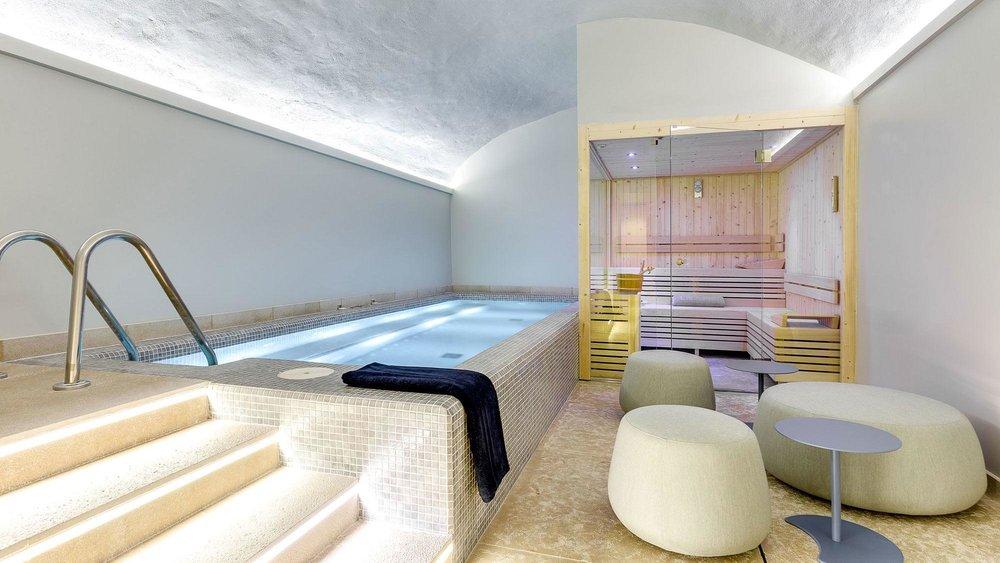 boutique-hotel-sant-jaume-palma-de-mallorca-spa-pool.jpg