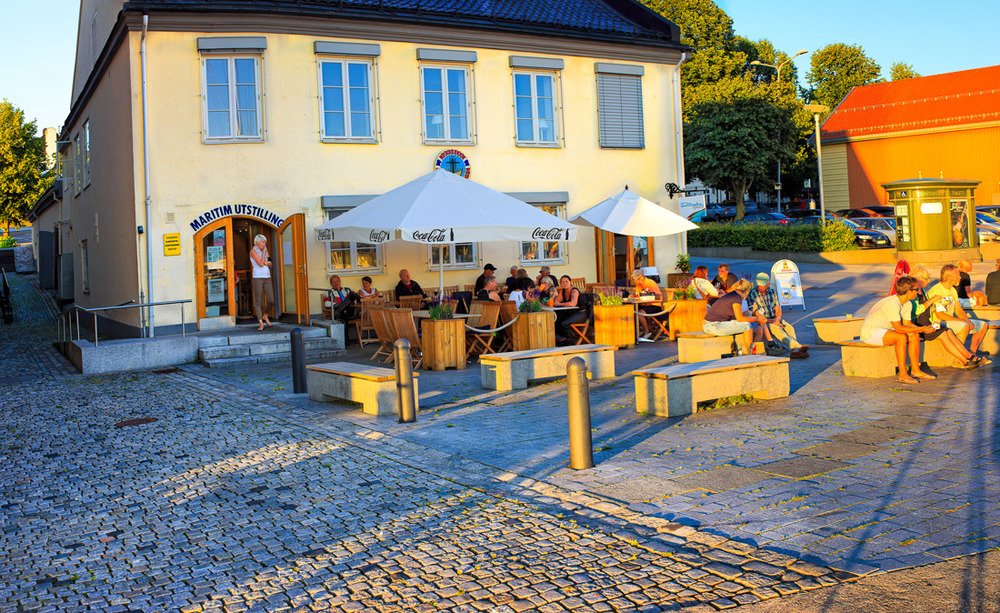 Det gamle Tollboden-bygget på brygga i Tønsberg huser blant annet Tønsberg Sjøfarthistorisk Senter.