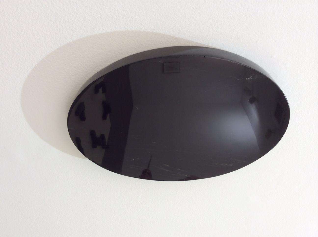 Sobre o Objeto de 8º Grau  , 2013    Obsidiana e feltro   2 peças de feltro | 183 x 300 cm (cada)   25 peças de obsidiana | 30 x 30 cm (cada)