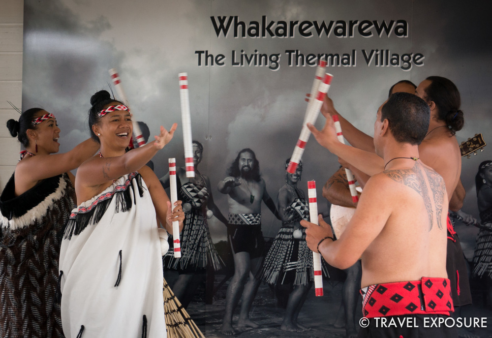 Maori dance performance at Whakarewarera thermal village