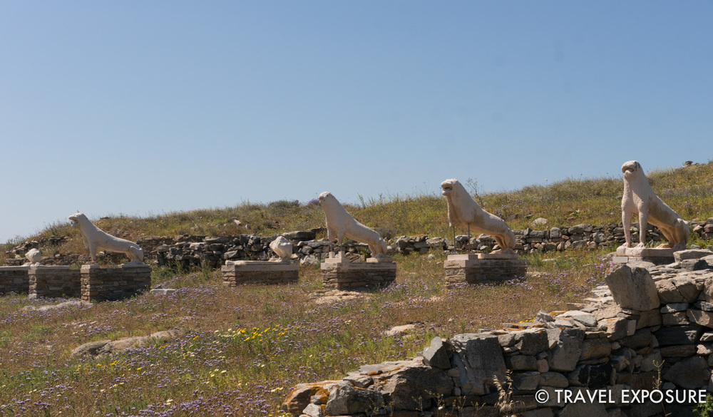 Replicas of the Naxian lions are in their original location.