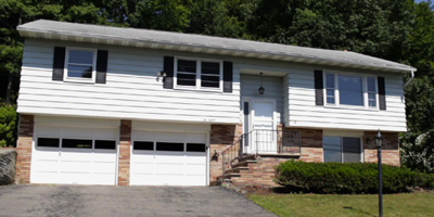 Well-maintained Split-Entry overlooking West Endicott, NY