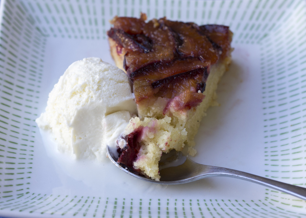 Upside_Down_Plum_Cake_0013.jpg