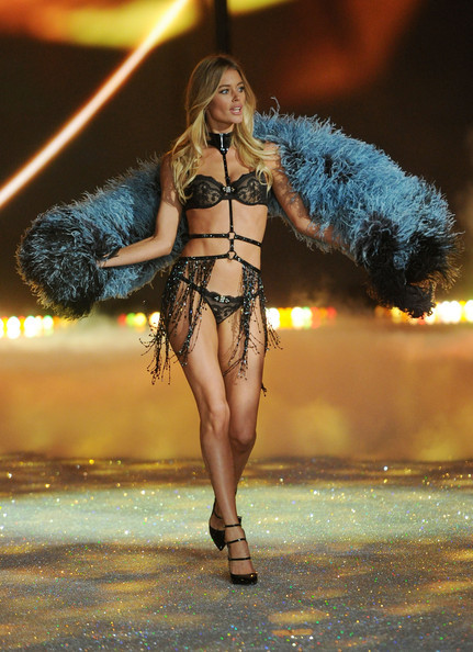 2013+Victoria+Secret+Fashion+Show+Show+TooBPg1Cbg3l.jpg