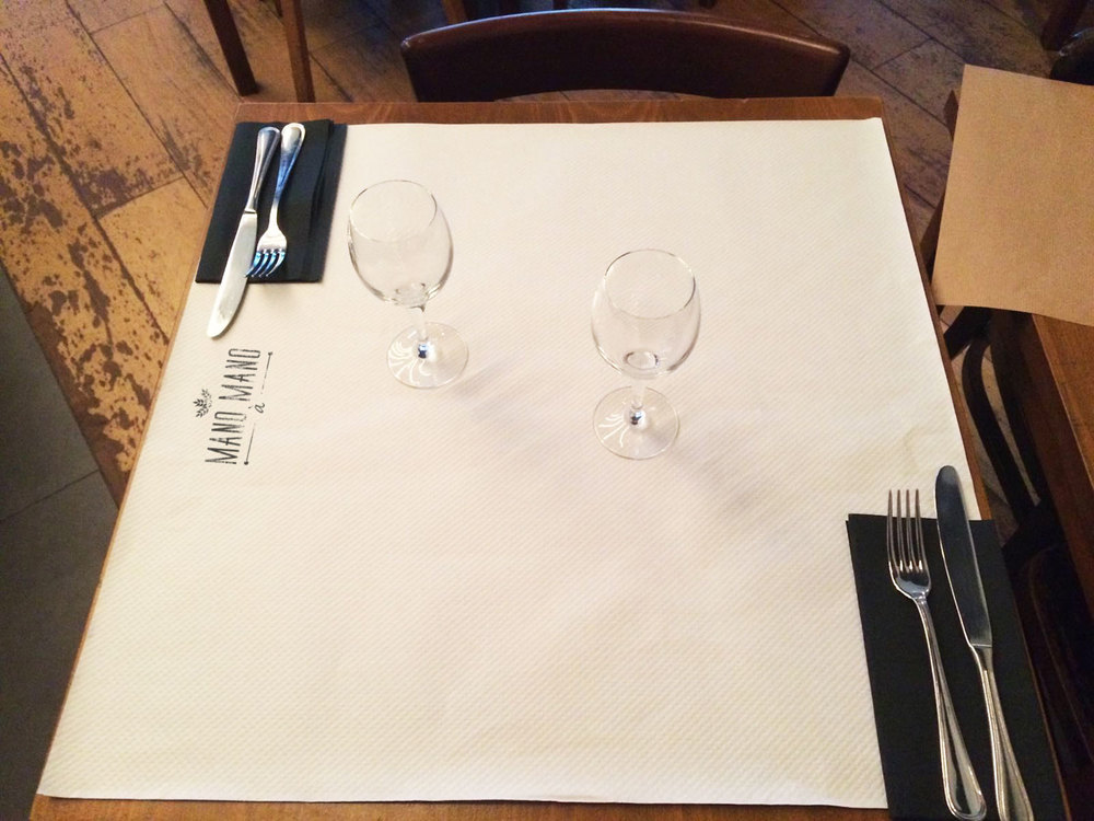 Mano-table.jpg