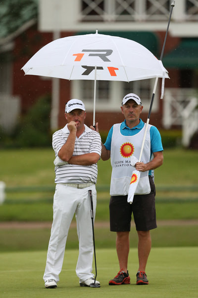 Damien McGrane waits patiently in the rain. Picture: David Lloyd /  www.golffile.ie