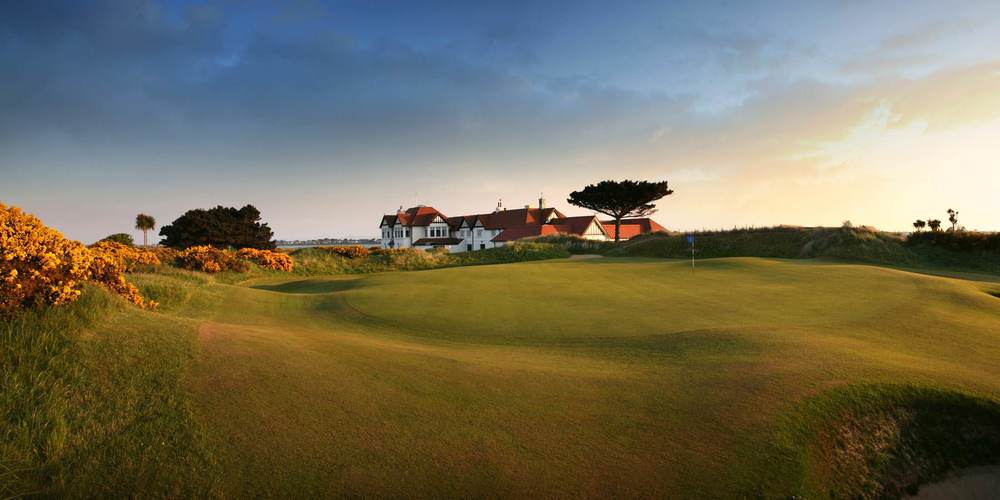 The 18th green at Portmarnock Golf Club. Picture via http://www.portmarnockgolfclub.ie