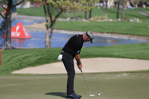 Darren Clarke putting in Abu Dhabi last week. The putter is now deceased. Picture: Eoin Clarke  www.golffile.ie