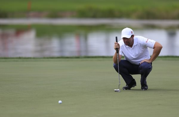 Pádraig Harrington holed a crucial 11-footer for birdie on the 18th to make the cut on the mark in the Valspar Championship at Innisbrook. Pictured at the Honda Classic (above) by Fran Caffrey  www.golffile.ie