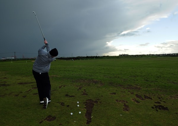 Leader Gary McDermott warms up for the resumption of play at 6.30pm Picture Pat Cashman  cashmanphotography.ie