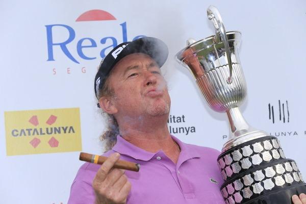 Miguel Angel Jiménez celebrates with a cigar.Picture: Eoin Clarke www.golffile.ie