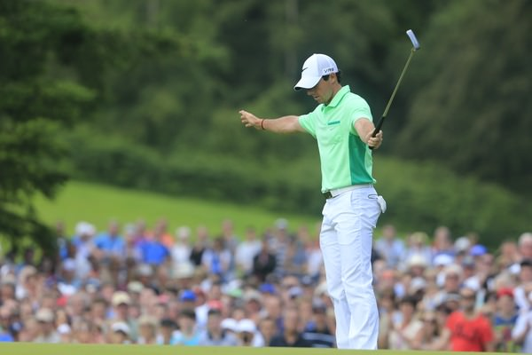 "Rory McIlroy ""celebrates"" his closing birdie at the ninth. Picture: Fran Caffrey  www.golffile.ie"