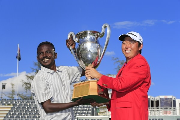 David Lipsky and his caddie celebrate in Crans. Picture: Eoin Clarke,  www.golffile.ie