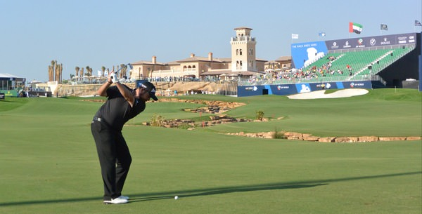 Shane Lowry hits his third to the 18th en route to an opening 66 in Dubai. Picture Fran Caffrey, www.golffile.ie